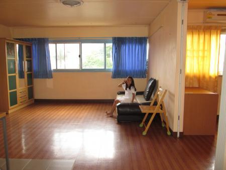 ให้เช่าห้อง   ห้องขนาดกลางด้านนอก อาคาร T4 ชั้น 2