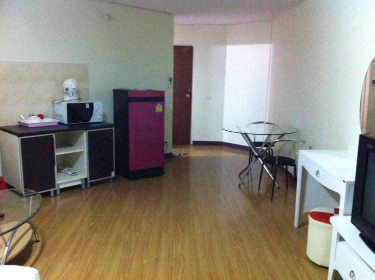 ให้เช่าห้อง   ข้างห้องมุม อาคาร T12 ชั้น 2