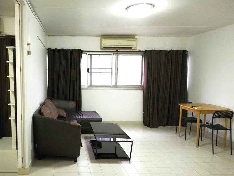 ให้เช่าห้อง   ห้องขนาดกลางด้านนอก อาคาร C4 ชั้น 4