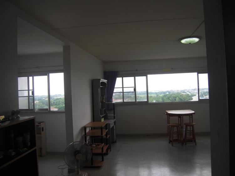 ให้เช่าห้อง   ห้องขนาดกลางด้านนอก อาคาร T7 ชั้น 10