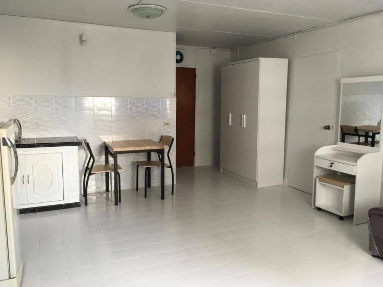 ให้เช่าห้อง   ห้องขนาดกลางด้านนอก อาคาร C2 ชั้น 8
