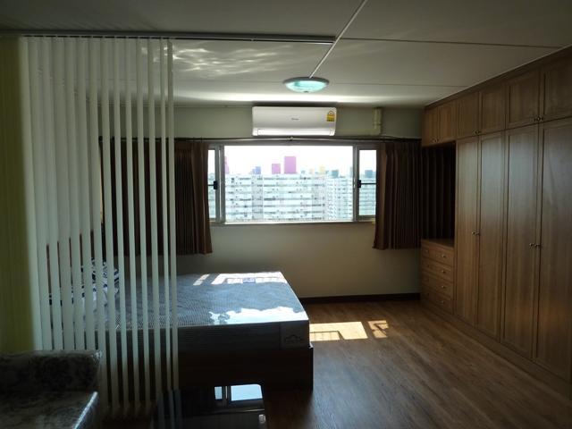 ให้เช่าห้อง   ห้องเล็กด้านนอก อาคาร T4 ชั้น 3