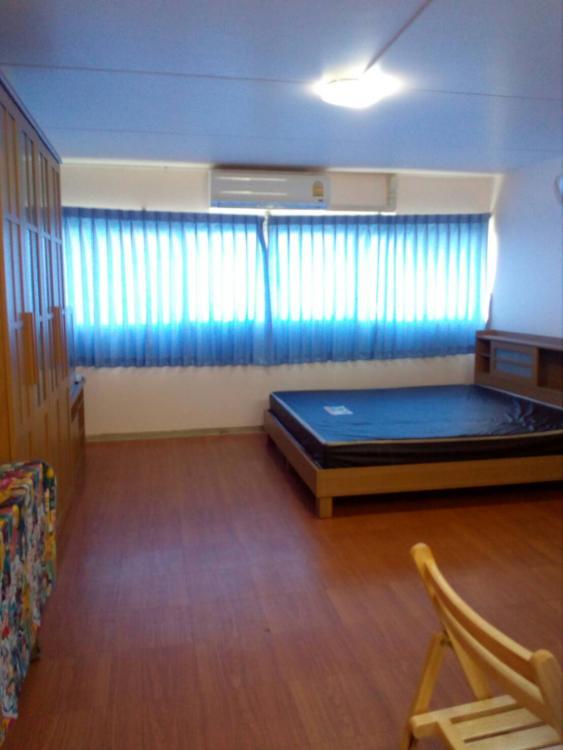 ให้เช่าห้อง   ห้องเล็กด้านนอก อาคาร T10 ชั้น 2