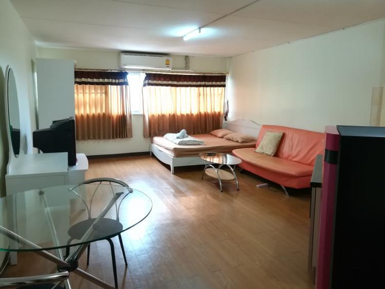 ให้เช่าห้อง   ห้องขนาดกลางด้านนอก อาคาร C9 ชั้น 2
