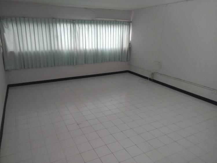 ให้เช่าห้อง   ห้องขนาดกลางด้านนอก อาคาร C6 ชั้น 3