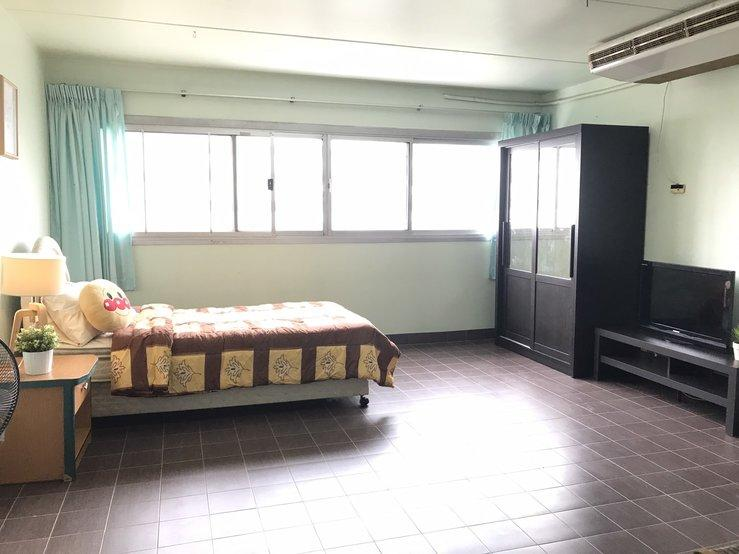 ให้เช่าห้อง   ห้องขนาดกลางด้านนอก อาคาร T7 ชั้น 7