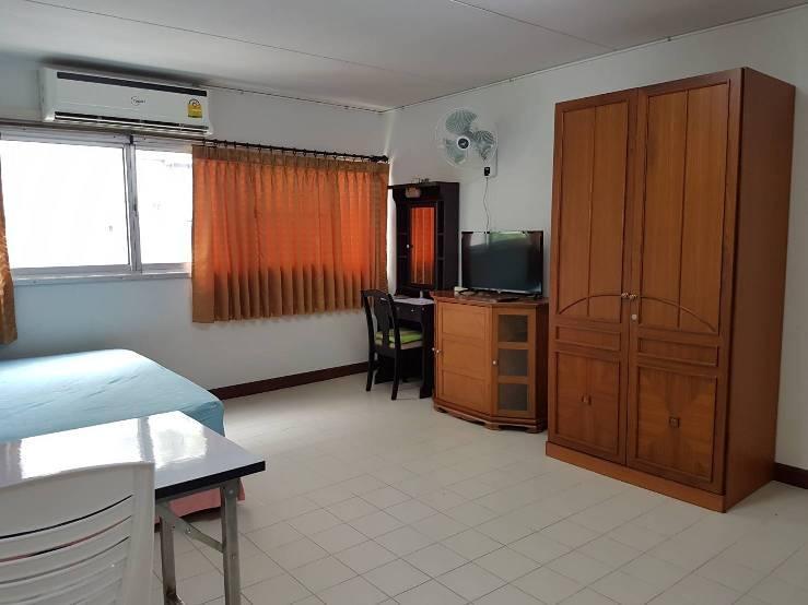 ให้เช่าห้อง   ห้องเล็กด้านนอก อาคาร T2 ชั้น 3