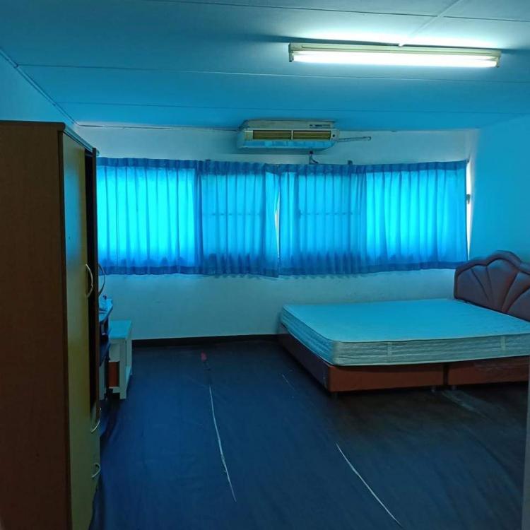 ให้เช่าห้อง   ห้องเล็กด้านนอก อาคาร C9 ชั้น 2
