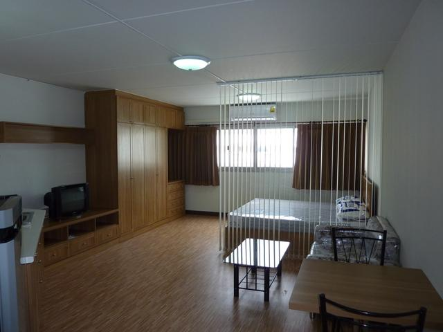 ให้เช่าห้อง   ข้างห้องมุม อาคาร T8 ชั้น 8