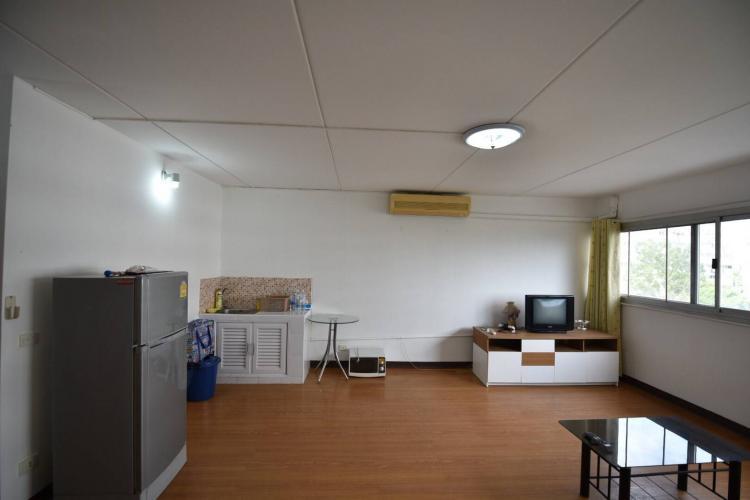 ให้เช่าห้อง   ห้องขนาดกลางด้านนอก อาคาร C7 ชั้น 4