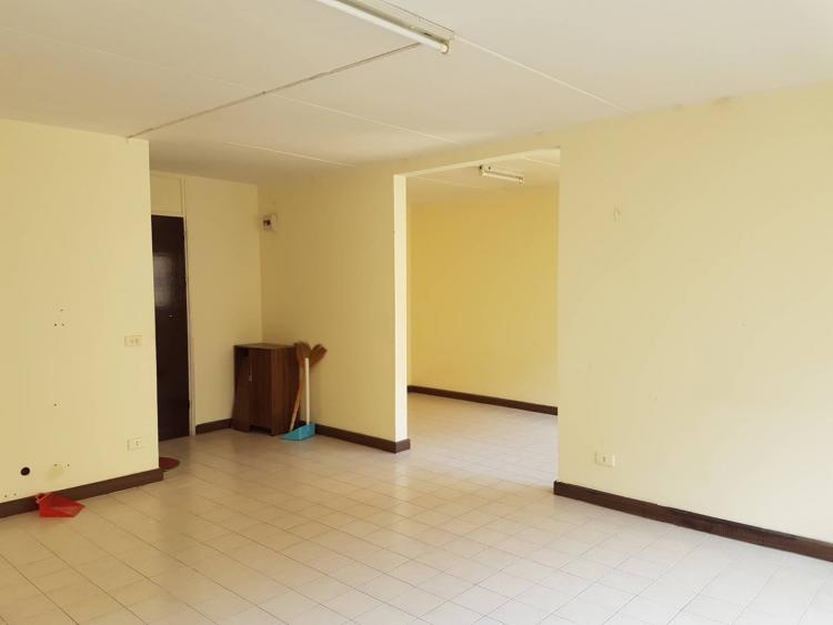 ให้เช่าห้อง   ข้างห้องมุม อาคาร T5 ชั้น 13