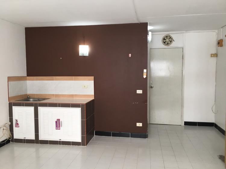 ให้เช่าห้อง   ห้องเล็กด้านนอก อาคาร C9 ชั้น 10