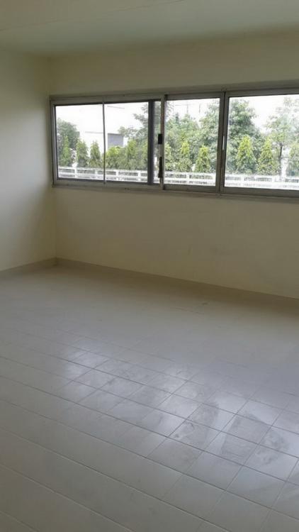 ให้เช่าห้อง   ห้องเล็กด้านนอก อาคาร T7 ชั้น 7