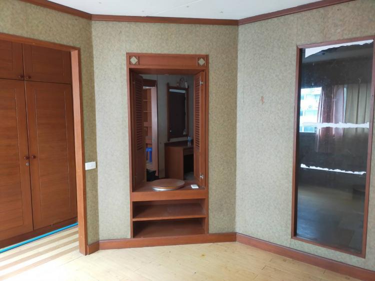 ให้เช่าห้อง   ห้องขนาดกลางด้านนอก อาคาร C1 ชั้น 14