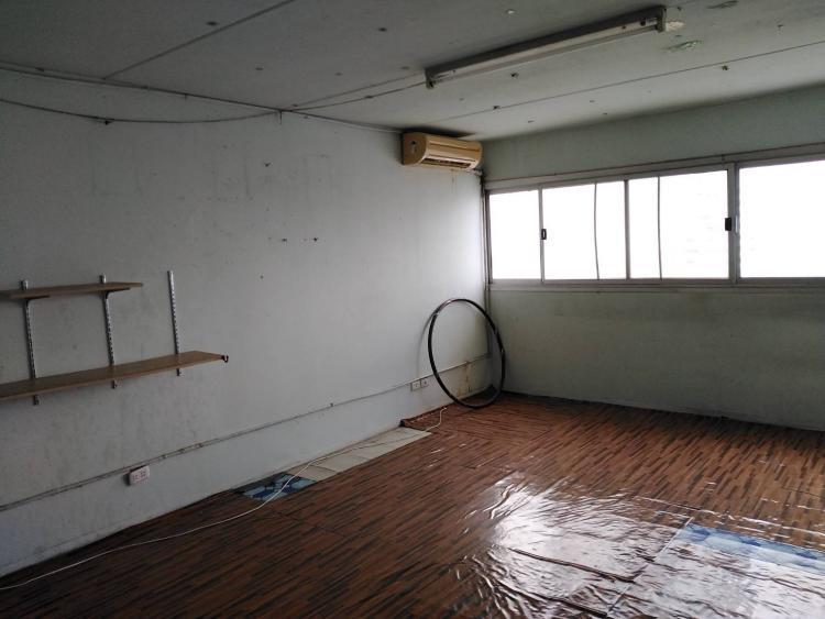 ให้เช่าห้อง   ห้องเล็กด้านนอก อาคาร T8 ชั้น 10
