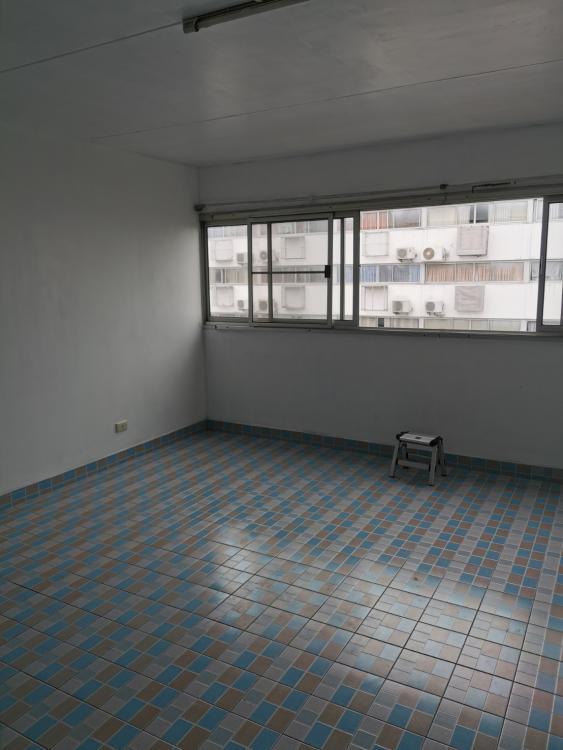 ให้เช่าห้อง   ห้องเล็กด้านใน อาคาร T6 ชั้น 13