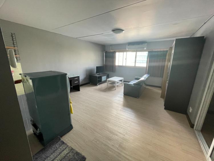 ให้เช่าห้อง   ห้องขนาดกลางด้านนอก อาคาร C2 ชั้น 6